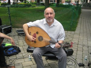 Ara Dinkjian with his oud