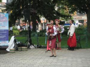Elina Karokhina on balalaika