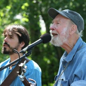 spook-handy-with-pete-seeger